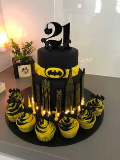 Batman cake light up cake. - Batman Party - Ideas of Batman Party - Batman cake light up cake. Batman Cupcakes, Batman Cake Pops, Batman Birthday Cakes, Superhero Cake Pops, Cake Birthday, Bolo Do Barcelona, Pastel Avengers, Bolo Flash, Batman Party Decorations
