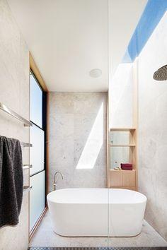Australian Interior Design Awards - Henry Street House by Eugene Cheah Architecture Bathroom Luxury, Modern Bathroom Design, Bathroom Interior Design, Bathroom Bath, Bathroom Inspo, Bath Design, Bathroom Designs, Bathroom Ideas, Australian Interior Design