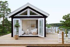 Sommarstugan i skärgårdsmiljö ett ljust och luftigt vill ha-hus, kika in! Cozy Cottage, Cottage Style, Bungalow, Modern Tiny House, Beach Shack, River House, Beach Cottages, Architecture, Glamping
