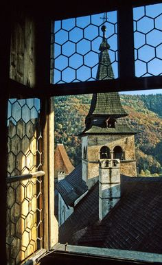 Orava Castle, is situated on a high rock above Orava river in the village of Oravský Podzámok. It is considered to be one of the most beautiful castles in Slovakia. The castle was built in the Kingdom of Hungary in the thirteenth century. Bratislava, Beautiful Castles, Beautiful Places, Europe Centrale, Window View, Window Art, Central And Eastern Europe, Looking Out The Window, Voyage Europe