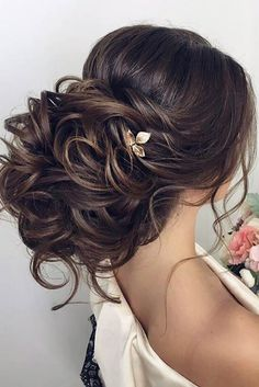 Wedding is the time to wear the best hairdo and makeup. Check the trendy wedding hairstyles for a diva look. Whether you're looking for Boho wedding hairdo, hairstyle with a veil or wedding hair for long or curly hair, we've got you covered. Wedding Hairstyles Half Up Half Down, Wedding Hairstyles For Long Hair, Wedding Hair And Makeup, Wedding Updo, Bride Hairstyles, Half Updo, Chic Wedding, Short Hairstyles, Pretty Hairstyles