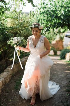 Smashing bridal looks and those flowers! Totally in love with peonies! #peony #bride #garden