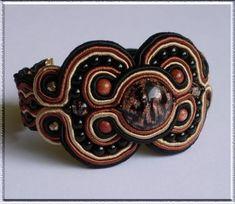 Sommerso - soutache bracelet tutorial from Anneta Valious Soutache Bracelet, Soutache Jewelry, Beaded Jewelry, Macrame Bracelet Patterns, Beaded Bracelets Tutorial, Jewelry Making Classes, Jewelry Making Tutorials, Fiber Art Jewelry, Jewelry Art