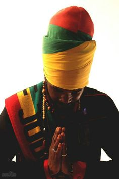 Rastafarian head wrap for men Reggae Rasta, Rasta Art, Rastafarian Culture, Jah Rastafari, Headband Men, Rasta Colors, African Head Wraps, Bob Marley, Damian Marley