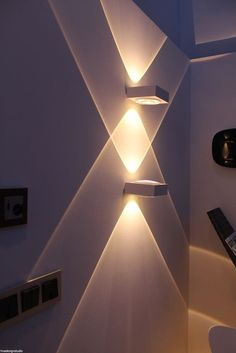 15 modern wall lighting that will impress your home at first glance - different para el hogar Led Ceiling Lights, Room Lights, Wall Lights, Luxury Lighting, Home Lighting, Lighting Ideas, Modern Lighting Design, Outdoor Lighting, Home Interior Design