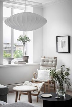 Tour a Calm, Composed and Bright Scandinavian Home - Nordic Design Scandinavian Apartment, Scandinavian Home, George Nelson, World Of Interiors, Cafe Chairs, Nordic Design, Design Design, Open Plan Kitchen, Open Plan Living