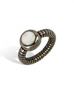 Anel de prata negro com madrepérola. Anel de prata da linha Dalmasi, modelo redondo, combina na perfeição com todos os outros modelos.