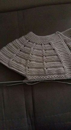"Me encanta # # # # ""distribution of stitches for baby top down"", ""This post was discovered by Zey"", ""Me encanta Baby Knitting Patterns, Knitting For Kids, Knitting Stitches, Hand Knitting, Crochet Baby Cardigan, Knit Crochet, Baby Girl Vest, Baby Baby, Baby Pullover"