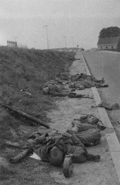 Dutch soldiers killed in 1-I-34 RI at the Rijksstraatweg on 11 May 1940.