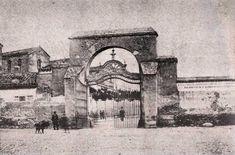 """Puerta de Alcala, del libro: """"Paseo por Madrid o Guia del Forastero en la Corte"""", año 1815.   Fuente: Biblioteca Digital del Museo del R..."""