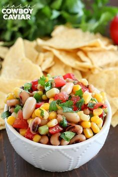 Cowboy Caviar is one of the easiest appetizers to make because you throw everything in one bowl and it's done! Plus it's full of flavor and textures, this is a definite crowd-pleaser! Healthy Superbowl Snacks, Healthy Snack Options, Easy To Make Appetizers, Easiest Appetizers, Super Bowl Essen, Cowboy Caviar, Chicken Wing Recipes, Eating Habits, Love Food