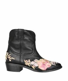 AMEN Black leather boots with floral embroidery. #amen #shoes #boots