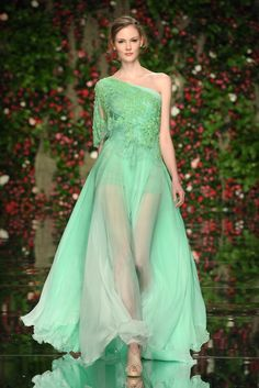 ooohhh myyyyy.. i LOVE this dress (if it wasnt so see through down the front) love the color!!