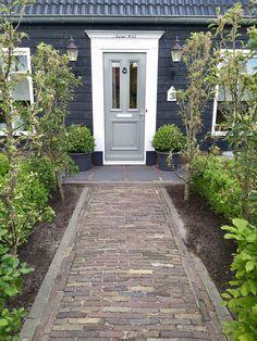 Brick Garden, Garden Paths, Cas, Entry Stairs, Outdoor Living, Outdoor Decor, Farm Gardens, Garden Styles, Natural Living