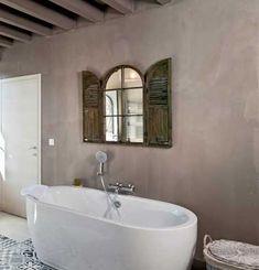 Un relooking salle de bain avec du béton minéral gris taupe http://www.m-habitat.fr/installations-sanitaires/meubles-de-salle-de-bain/