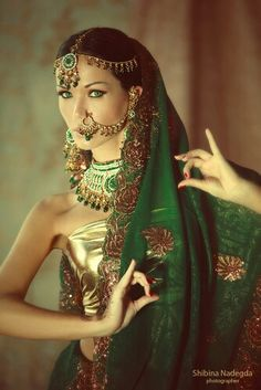 #shaadi #indianbride #bride #dulhan #gold #green