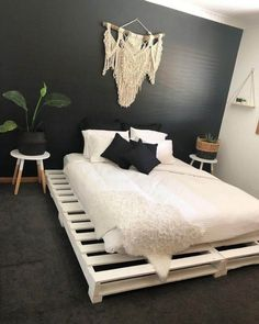 50 Cheap DIY Ideas for Wooden Pallet Beds: These beds are entirely presented for. - 50 Cheap DIY Ideas for Wooden Pallet Beds: These beds are entirely presented for the wonderful rela - Wooden Pallet Beds, Pallet Bed Frames, Diy Pallet Bed, Bed Pallets, Bed Made Out Of Pallets, Wooden Bed Frame Diy, Pallet Patio, Pallet Ideas Bedroom, Cool Bed Frames