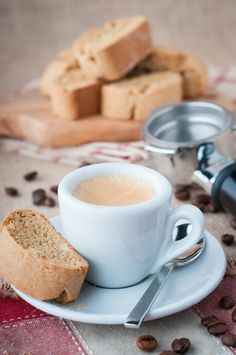These almond maple cinnamon biscotti are crunchy on the outside and tender on the inside. What better snack to enjoy with your favourite coffee or tea?
