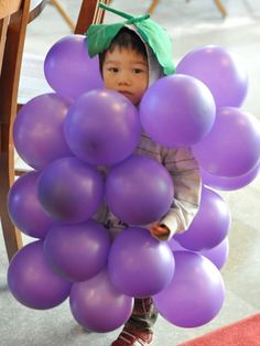 An easy-to-execute #Halloween food costume that works for any age: All you need are purple balloons and a few green-felt leaves.