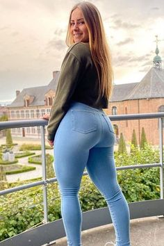 Curvy Girl Outfits, Cute Outfits, Looks Hip Hop, Look Body, Superenge Jeans, Sweet Jeans, Curvy Women Fashion, Girls Jeans, Sexy Women