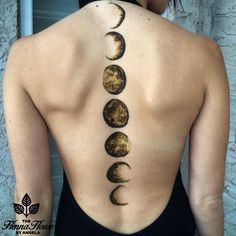 Phases of the moon henna by @hennabyang