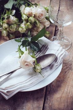 Love this rustic place setting!