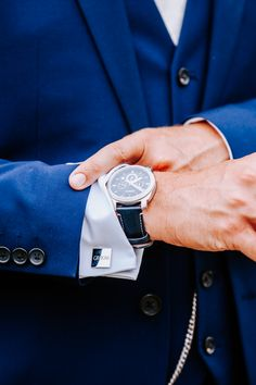 Fossil blue dial watch as a wedding present, groom's blue suit and groom cufflinks. Image by Sally Rawlins Photography. Wedding Blog, Wedding Styles, Groom Cufflinks, Tom S, Park Weddings, Groom Style, Wedding Groom, Sally