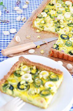 [Picknick Time] Pistazientarte mit Ziegenfrischkäsecreme und Zucchinischnecken