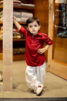 Kids kurta designs newly collected for eid Ramadan in 2020 Kids Party Wear Dresses, Kids Dress Wear, Boys Party Wear, Kid Dresses, Kids Wear Boys, Baby Boy Suit, Baby Boy Dress, Mom And Son Outfits, Boy Outfits