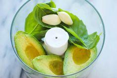 2 aguacates, 1/2c fresh basil, 2 ajos, jugo de limon , sal procesar y agregar lento olive oil