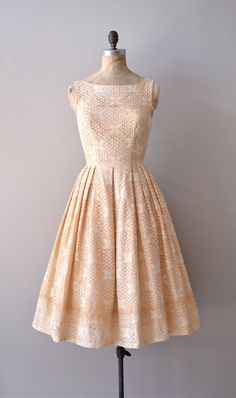 1950s Maisonette crochet lace dress |    #vintagedress #1950s #lacedress