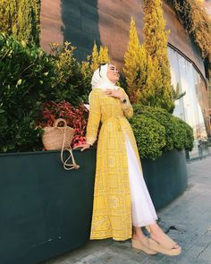 Image may contain: one or more people, people standing and outdoor Image may contain: one or more people, people standing and outdoor Modest Fashion Hijab, Modern Hijab Fashion, Hijab Fashion Inspiration, Islamic Fashion, Hijab Chic, Abaya Fashion, Muslim Fashion, Hijab Fashionista, Girl Fashion