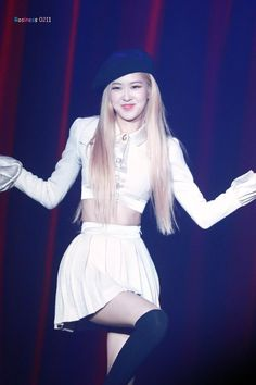 Descubre (¡y guarda!) tus propias imágenes y videos en We Heart It Stage Outfits, Kpop Outfits, South Korean Girls, Korean Girl Groups, K Pop, Blackpink Fashion, Fashion Outfits, 1 Rose, Park Chaeyoung