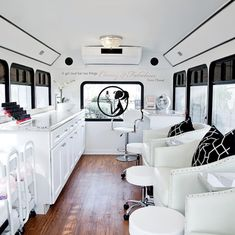 Mobile nail salon that's great for parties & events! Mobile nail salon that's great for part Mobile Nail Salon, Mobile Beauty Salon, Mobile Nails, Mobile Massage, Mobile Spa, Nail Salon Design, Nail Salon Decor, Tienda Pop-up, Makeup Studio Decor