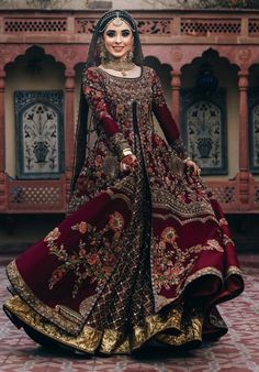 The ultimate guide to shop for bridal lehenga in chandni chowk. From affordable pricing to its unique designs, Chandni Chowk has everything for every bride. wedding dresses bridal lehenga Unique Bridal Lehenga designs that is every Bride's pick in Desi Wedding Dresses, Asian Bridal Dresses, Pakistani Wedding Outfits, Indian Bridal Outfits, Indian Bridal Fashion, Dress Wedding, Afghan Wedding Dress, Wedding Mehndi, Indian Bridal Wear