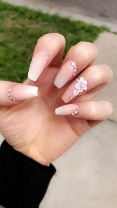 32 Holiday Nail Art Ideas To Get You Into The Christmas Spirit – Ongles Pink Acrylic Nails, Pink Nails, My Nails, White Acrylic Nails With Glitter, Matte Pink, Black Nails, Blush Pink, Cute Nails, Pretty Nails