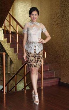 Ideas For Dress Brokat Pendek Modern Kebaya Lace, Batik Kebaya, Kebaya Dress, Dress Pesta, Kebaya Hijab, Model Kebaya Brokat Modern, Dress Brokat Modern, Kebaya Modern Dress, Kebaya Bali Modern