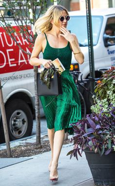 Kate Hudson from The Big Picture: Today's Hot Pics  The star makes it easy being green while out and about in Manhattan.