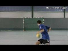 Coordination training with a handball (3)