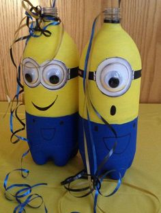 We all love the minions from Despicable Me because they are so cute and inspiring. For this post we found very interesting crafts inspired by minions. Minion Theme, Despicable Me Party, Birthday Party Centerpieces, Minion Centerpieces, Diy Minion Decorations, Table Decorations, Bottle Centerpieces, Party Favors, 2nd Birthday Parties