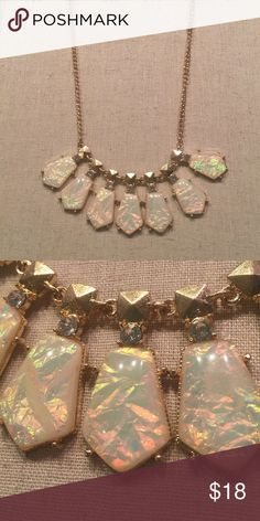 BEAUTIFUL OPAL COLORED NECKLACE Gold chain with beautiful white crystal look like pieces that have hints of pink super classy and lovely - a true statement piece smoke free home fast shipping Jewelry Necklaces