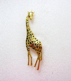 LARGE gold tone giraffe pin/ gold tone by TreasureTrovebyTish, $7.42