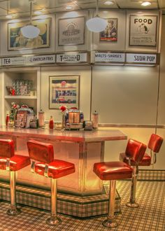 Solve Theme Diners-Classic Diner jigsaw puzzle online with 70 pieces Vintage Diner, Retro Cafe, Retro Diner, 1950s Diner Kitchen, American Diner Kitchen, Fifties Diner, Vintage Bar, Vintage Industrial, Industrial Style