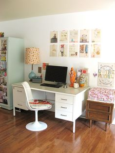 Love the feel of this office. Mixed patterns. Clean lines. Retro pieces.