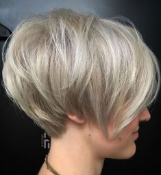 Layered Ash Blonde Pixie Bob The short layered bob is a fabulous way to implement volume in case you have fine or lacklustre hair. Experiment with unusual shades, like this highlighted ash blonde instead of honey blonde, for added depth and interest. Short Choppy Haircuts, Long Pixie Hairstyles, Older Women Hairstyles, Short Hair Cuts, Bob Haircuts, Choppy Bobs, Hairstyles 2016, Short Wavy, Hair Short Bobs