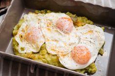 Cómo hacer patatas revolconas con huevos fritos con Thermomix - Trucos de cocina Thermomix Huevos Fritos, Bon Appetit, Food And Drink, Eggs, Tasty, Cooking, Breakfast, Recipes, Tortillas