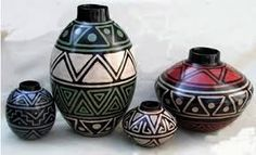 Imagen relacionada Pottery Painting, Pottery Vase, Ceramic Pottery, Ceramic Art, Painted Flower Pots, Painted Pots, Bottle Painting, Bottle Art, Hand Painted Gourds