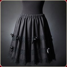 Jupe Lolita - Skirt Lolita  (black soft fabric, satin, black lace, satin roses and ribbons, amethyst beads) available at : www.victorianwoman.fr