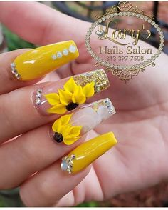 Nail art Christmas - the festive spirit on the nails. Over 70 creative ideas and tutorials - My Nails Summer Acrylic Nails, Best Acrylic Nails, Acrylic Nail Designs, Cute Nails, Pretty Nails, My Nails, Perfect Nails, Gorgeous Nails, Sunflower Nails