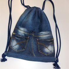 Gym bag - gym bag, jeans pocket, jeans recycling - a .- Gym Bags – gym bag, jeans pocket, jeans recycling – a unique product by sauterart on DaWanda Jean Crafts, Denim Crafts, Bag Jeans, Levis Jeans, Jeans Recycling, Artisanats Denim, Jean Diy, Jean Backpack, Repair Jeans